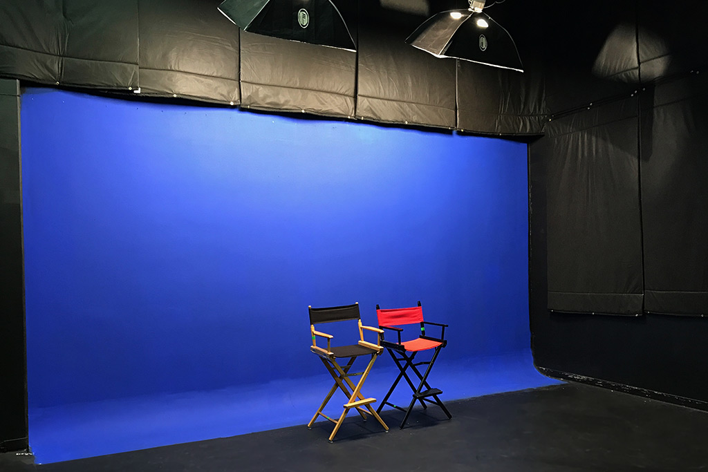 Independence Studio - Blue Screen